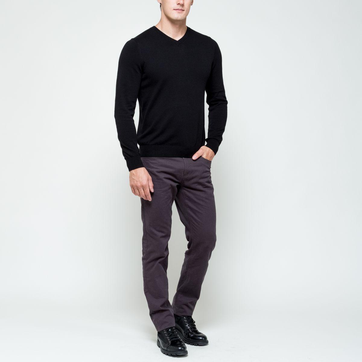Пуловер мужской Sela Basic, цвет: черный. JR-214/1002-6352. Размер L (50)JR-214/1002-6352Модный мужской пуловер Sela Basicвыполнен из натурального хлопка. Модель с V-образным вырезом горловины идеально подойдет для создания современного образа в стиле Casual. Вырез горловины, манжеты рукавов и низ изделия связаны резинкой.