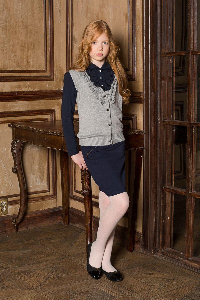 Блузка для девочки Luminoso, цвет: темно-синий. 205680. Размер 152205680Блуза для девочки Luminoso с длинными рукавами выполнена из хлопка с добавлением эластана. Воротник модели декорирован трикотажной рюшей.