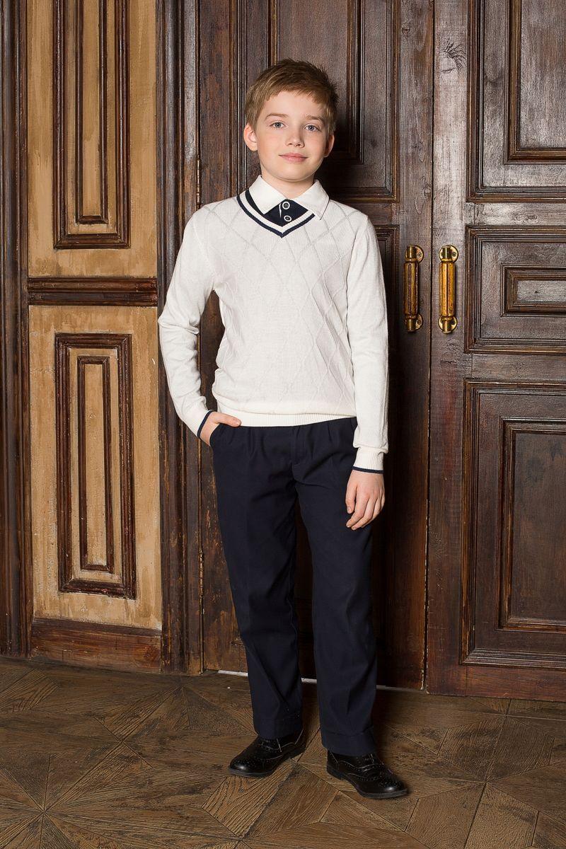 Пуловер для мальчика Luminoso, цвет: белый. 206614. Размер 158206614Стильный классический вязаный пуловер Luminoso с V-образным вырезом горловины и с рельефным рисунком на полочке. Манжеты и низ изделия связаны эластичной резинкой.