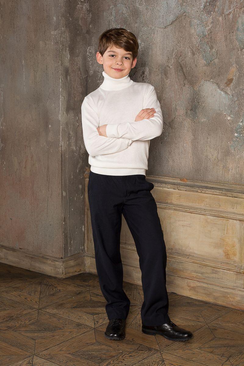 Водолазка для мальчика Luminoso, цвет: молочный. 206618. Размер 134206618Вязаная классическая водолазка для мальчика Luminoso с воротником-гольф и длинными рукавами. Шерсть и кашемир в составе делают модель очень теплой, мягкой и комфортной.