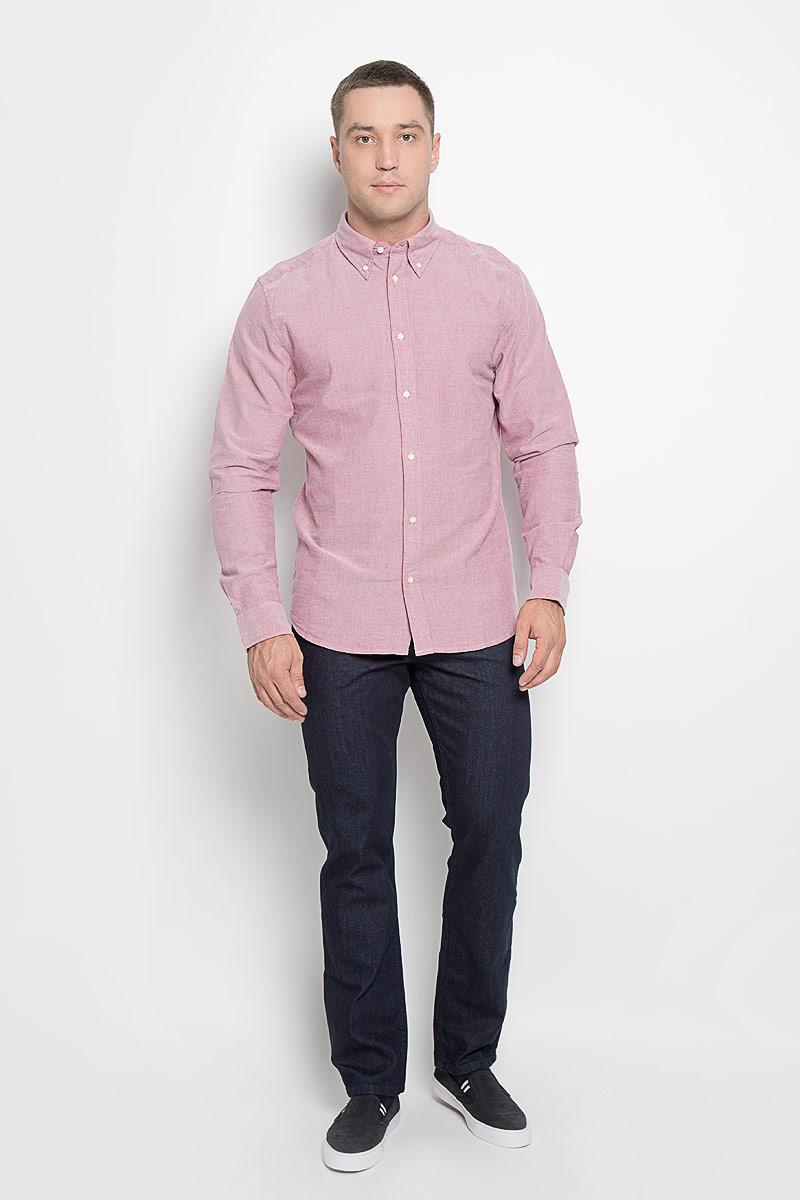 Рубашка мужская Wrangler, цвет: темно-розовый. W5937BM47. Размер L (50)W5937BM47Мужская рубашка Wrangler, выполненная из натурального хлопка, прекрасно дополнит ваш образ. Материал очень мягкий и приятный на ощупь, не сковывает движения и позволяет коже дышать.Рубашка прямого кроя с длинными рукавами и отложным воротником застегивается спереди на пуговицы. Низ рукавов дополнен манжетами на пуговицах. Изделие оформлено вышитым фирменным логотипом.Такая модель будет дарить вам комфорт в течение всего дня и станет стильным дополнением к вашему гардеробу!