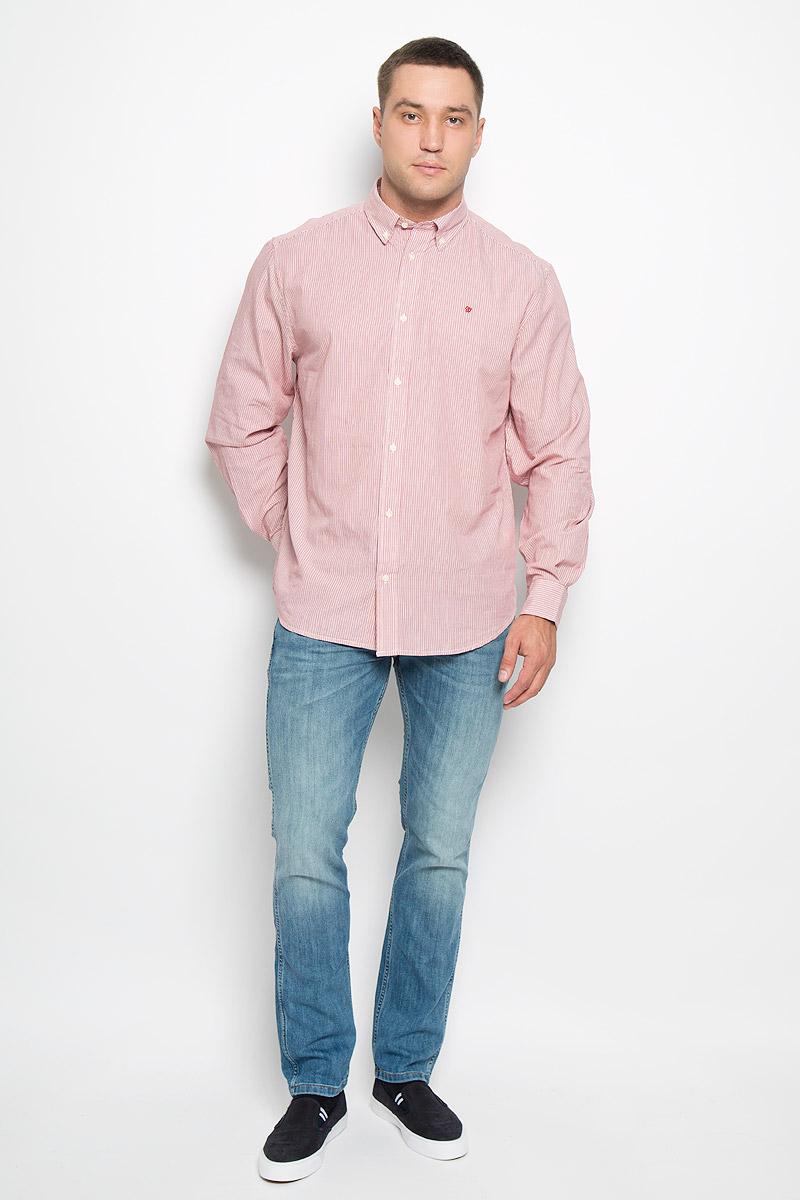 Рубашка мужская Wrangler, цвет: красный, белый. W59214R47. Размер XL (52)W59214R47Мужская рубашка Wrangler, выполненная из натурального хлопка, прекрасно дополнит ваш образ. Материал очень мягкий и приятный на ощупь, не сковывает движения и позволяет коже дышать.Рубашка прямого кроя с длинными рукавами и отложным воротником застегивается спереди на пуговицы. Манжеты имеют застежки-пуговицы. Края воротника пристегиваются к рубашке также на пуговицы. Изделие оформлено полосками, украшено вышитым фирменным логотипом.Такая модель будет дарить вам комфорт в течение всего дня и станет стильным дополнением к вашему гардеробу!