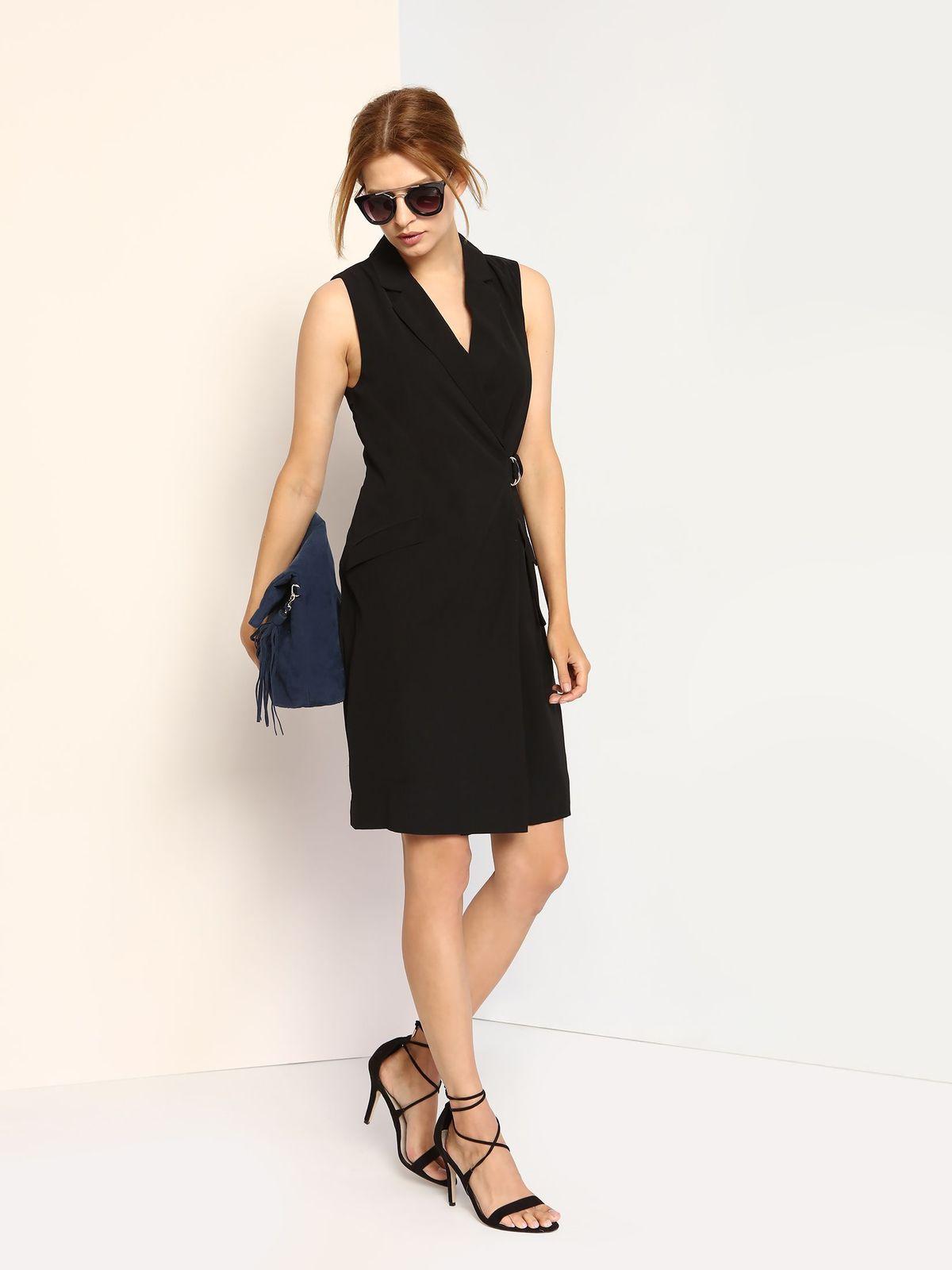 Платье Top Secret, цвет: черный. SAP0002CA. Размер 40 (46)SAP0002CAКлассической платье Top Secret, изготовленное из полиэстера, оно приятное на ощупь, не раздражает кожу и хорошо вентилируется.Модель-миди без рукавов оформлена воротником с лацканами. Перед платья с запахом застегивается на потайные пуговицы и кнопки. Перед изделия оформлен двумя прорезными карманами с защитными планками.