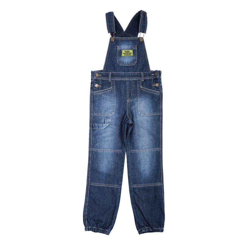 Полукомбинезон для мальчика PlayToday, цвет: синий деним. 361016. Размер 104361016Стильный полукомбинезон для мальчика выполнен из комфортного джинсового материала с эффектом потертостей и оформлен яркой аппликацией. Полукомбинезон имеет широкие наплечные лямки, регулируемые по длине, и шлевки для ремня на поясе. По бокам изделие застегивается на металлические кнопки с имитацией пуговиц - выглядит стильно, но при этом очень удобно. Модель дополнена удобными карманами: двумя втачными спереди, двумя накладными сзадии накладным карманом на груди.Низ брючин оформлен резинками.