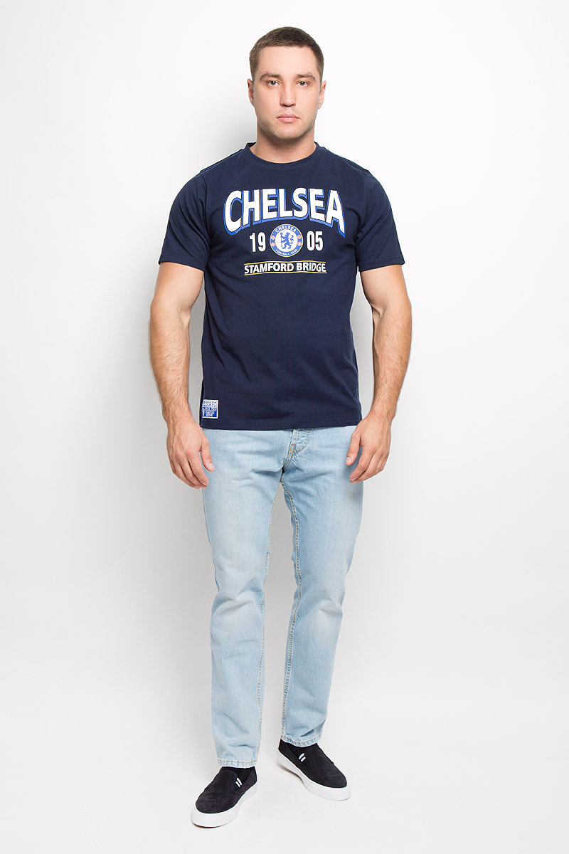 Футболка мужская Chelsea, цвет: темно-синий. 8720. Размер S (46)8720Стильная мужская футболка Chelsea, выполненная из высококачественного мягкого хлопка, обладает высокой теплопроводностью, воздухопроницаемостью и гигроскопичностью, позволяет коже дышать. Модель с короткими рукавами и круглым вырезом горловины оформлена термоаппликацией в виде эмблемы футбольного клуба, а также надписью Chelsea 1905 Stamford Bridge с эффектом потрескавшейся краски. Горловина дополнена трикотажной эластичной резинкой. В такой футболке вы будете чувствовать себя уверенно и комфортно.