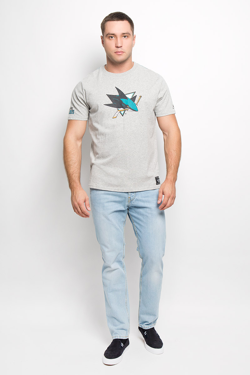 Футболка мужская NHL San Jose Sharks, цвет: серый меланж. 29940. Размер M (48)29940Мужская футболка NHL San Jose Sharks, выполненная из натурального хлопка, порадует любого поклонниказнаменитого хоккейного клуба. Материал очень мягкий и приятный на ощупь, не сковывает движения ипозволяет коже дышать. Футболка с короткими рукавами имеет круглый вырез горловины, дополненный трикотажной резинкой.Изделие оформлено термоаппликацией в виде логотипа хоккейного клуба San Jose Sharks с эффектом потрескавшейся краски, а также украшенонебольшой текстильной нашивкой.Такая модель отлично подойдет для повседневной носки и подарит вам комфорт в течение всего дня!