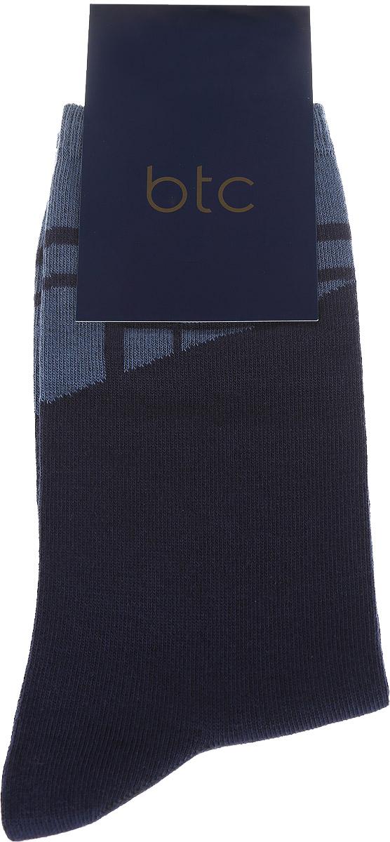 Носки мужские BTC, цвет: темно-синий. 12.019191. Размер 23/2512.019191Удобные носки BTC, изготовлены из высококачественного комбинированного материала, который обеспечивает великолепную посадку.Очень мягкие и приятные на ощупь. Эластичная резинка плотно облегает ногу, не сдавливая ее, обеспечивая комфорт и удобство. Модель оформлена абстрактным рисунком на паголенке.Практичные и комфортные носки великолепно подойдут к любой вашей обуви.