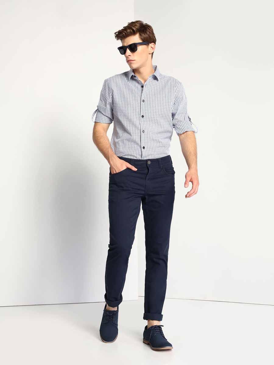 Брюки мужские Top Secret, цвет: темно-синий. SSP2280GR. Размер 30-32 (46-32)SSP2280GRМужские брюки Top Secret, выполнены из хлопка с добавлением эластана. Брюки прямого кроя застегиваются на поясе на пуговицу и имеют ширинку на застежке молнии, а также шлевки для ремня. Спереди предусмотрены два втачных кармана и один маленький накладной кармашек. Сзади расположены два накладных кармана.