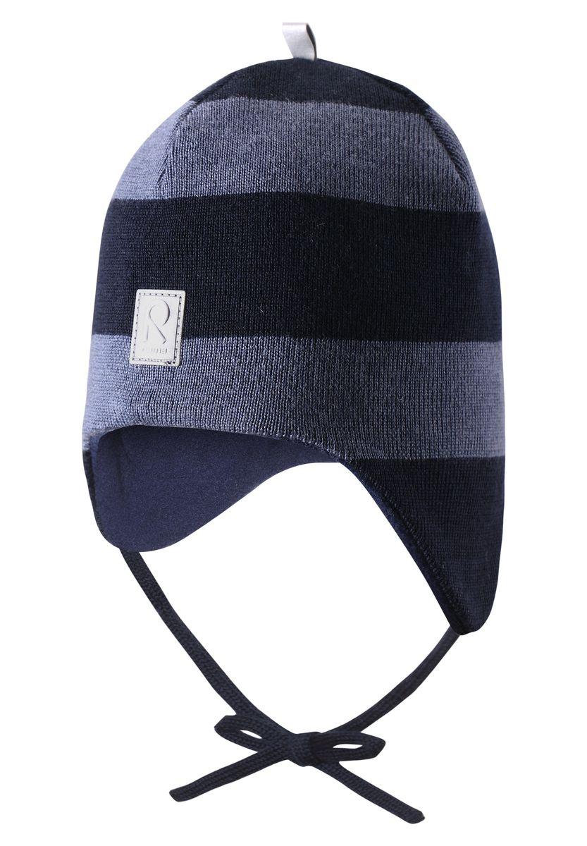 Шапка детская Reima Auva, цвет: синий. 518316-6980C. Размер 48518316-6980CШерстяная шапка для малышей согреет в морозную погоду: мягкая подкладка из флиса для тепла и комфорта. Шерстяная шапка с подкладкой из флиса особенно подходит для маленьких приключений на свежем воздухе, потому что флис быстро высыхает и хорошо выводит влагу. Благодаря эластичной вязке шапка плотно прилегает, а ветронепроницаемые вставки в области ушей защищают маленькие ушки от холодного ветра. Завязки надёжно фиксируют шапку на голове и не натирают.