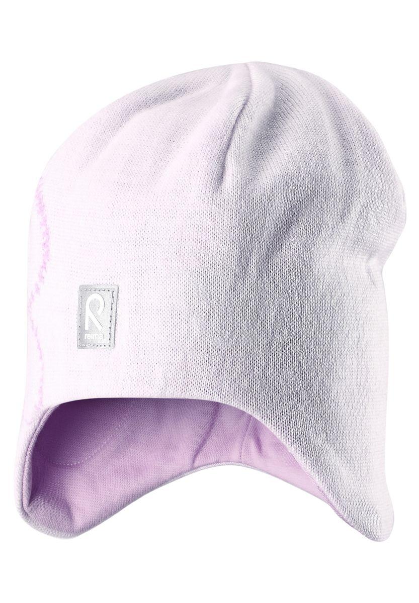 Шапка для девочки Reima Muhkea, цвет: белый. 528492-0110. Размер 52528492-0110Шерстяная шапка - главный выбор маленьких принцесс для холодных зимних дней! Теплая шерстяная шапка на подкладке из эластичного хлопчатобумажного трикотажа очень удобно носится. Модель защищает ушки и лоб, а ветронепроницаемые вставки в области ушей обеспечивают дополнительную защиту от холодного ветра. Красивый жаккардовый узор добавляет изюминку этому образу. Светоотражающая деталь обеспечивает видимость в темноте.