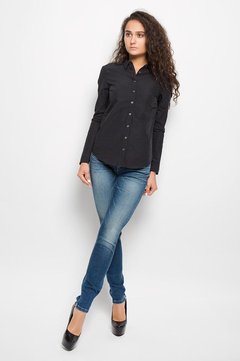 Рубашка женская Calvin Klein Jeans, цвет: черный. J2EJ204176. Размер S (42)J2EJ204176Стильная женская рубашка Calvin Klein Jeans, изготовленная из натурального хлопка, подчеркнет ваш уникальный стиль. Материал изделия тактильно приятный, не сковывает движения и хорошо пропускает воздух, обеспечивая комфорт при носке.Рубашка с отложным воротником и длинными рукавами застегивается спереди на пуговицы и имеет декоративную планку. На манжетах предусмотрены застежки-пуговицы. Модель украшена небольшой металлической пластиной с названием бренда.Рубашка будет дарить вам комфорт в течение всего дня и послужит замечательным дополнением к вашему гардеробу.