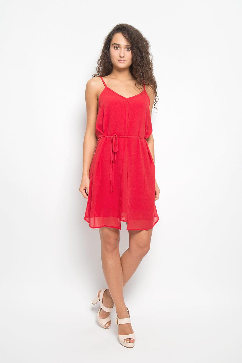Платье Mexx, цвет: красный. MX3021155. Размер M (44/46)MX3021155Элегантное платье Mexx выполнено из высококачественного полиэстера. Такое платье обеспечит вам комфорт и удобство при носке и непременно вызовет восхищение у окружающих.Модель средней длины на регулируемых бретельках с V-образным вырезом выгодно подчеркнет все достоинства вашей фигуры. Платье состоит из несъемной накидки, основы и тонкого подъюбника, которые вместе создают оригинальный объемный силуэт и красиво драпируются. Изделие дополнено съемным узким текстильным поясом. Изысканное платье-миди создаст обворожительный и неповторимый образ.Это модное и комфортное платье станет превосходным дополнением к вашему гардеробу, оно подарит вам удобство и поможет подчеркнуть ваш вкус и неповторимый стиль.