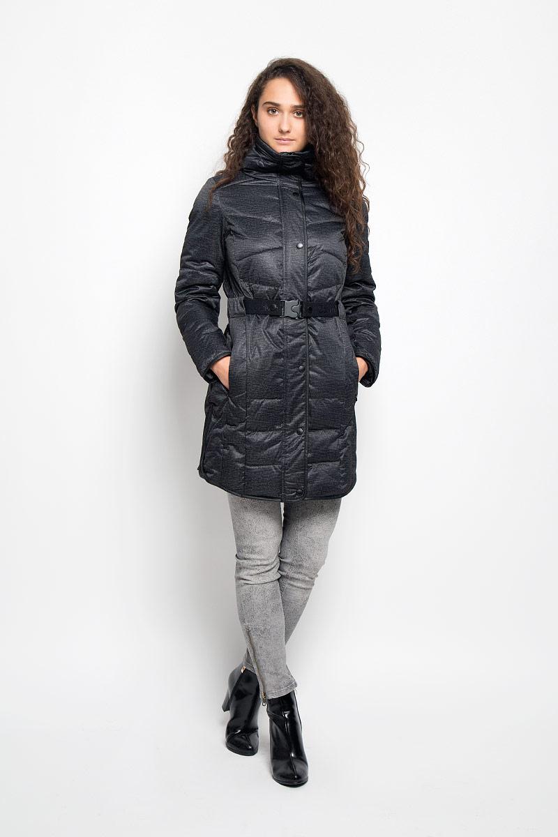 Куртка женская Calvin Klein Jeans, цвет: черный, темно-серый. J20J200348. Размер L (48/50)J20J200544Удобная женская куртка Сalvin Klein Jeans согреет вас в прохладную погоду и позволит выделиться из толпы. Удлиненная модель с длинными рукавами и высоким воротником-стойкой выполнена из прочного полиэстера, застегивается на молнию спереди и имеет ветрозащитный клапан на кнопках. Изделие дополнено двумя втачными карманами на молниях. В комплект входит съемный эластичный ремень с оригинальной застежкой-фиксатором. Плотный наполнитель из синтепона надежно сохранит тепло, благодаря чему такая куртка защитит вас от ветра и холода. Эта модная и в то же время комфортная куртка - отличный вариант для прогулок, она подчеркнет ваш изысканный вкус и поможет создать неповторимый образ.