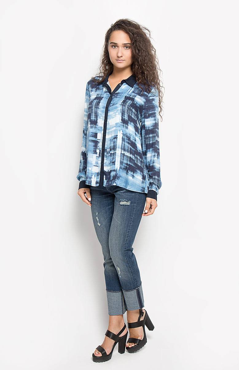 Блузка женская Mexx, цвет: темно-синий, голубой. MX3020878_WM_BLG_002. Размер M (44/46)MX3020878_WM_BLG_002Женская блузка Mexx, изготовленная из мягкой вискозы, подчеркнет ваш уникальный стиль. Материал изделия тактильно приятный, не сковывает движения и хорошо пропускает воздух.Блузка с отложным воротником и длинными рукавами застегивается спереди на пуговицы по всей длине. На манжетах предусмотрены застежки-пуговицы. Оформлена модель принтом.Блузка будет дарить вам комфорт в течение всего дня и послужит замечательным дополнением к вашему гардеробу.