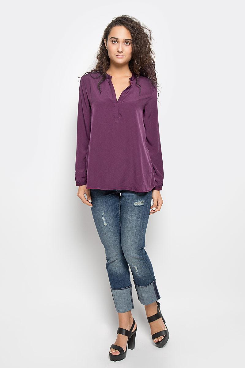 Блузка женская Mexx, цвет: темно-фиолетовый. MX3002363_WM_BLG_010. Размер S (42/44)MX3002363_WM_BLG_010Красивая блузка Mexx займет достойное место в вашем гардеробе. Модель выполнена из легкого материала, приятная на ощупь, хорошо пропускает воздух.Блузка с фигурным вырезом горловины и длинными рукавами застегивается спереди на скрытую пуговицу. На рукавах предусмотрены узкие манжеты с застежками-пуговицами.Блузка поможет создать оригинальный женственный образ!