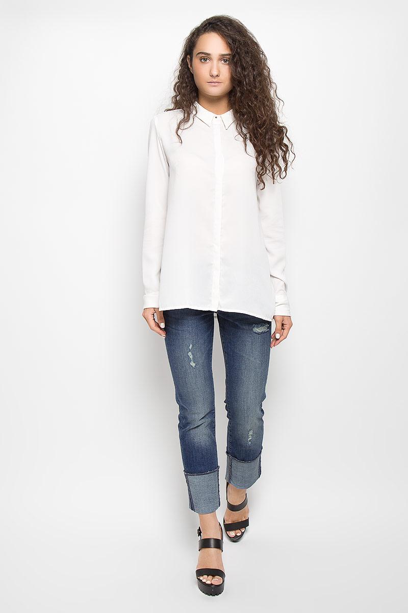 Блузка женская Mexx, цвет: молочный. MX3002118_WM_BLG_011. Размер M (44/46)MX3002118_WM_BLG_011Стильная блузка Mexx займет достойное место в вашем гардеробе. Модель выполнена из полиэстера. Материал мягкий и тактильно приятный, не стесняет движений и хорошо вентилируется. Блузка с отложным воротником и длинными рукавами застегивается спереди по всей длине на пуговицы, скрытые за планкой. Манжеты с отворотами дополнены застежками-пуговицами. По бокам имеются разрезы.Блузка поможет создать оригинальный женственный образ!