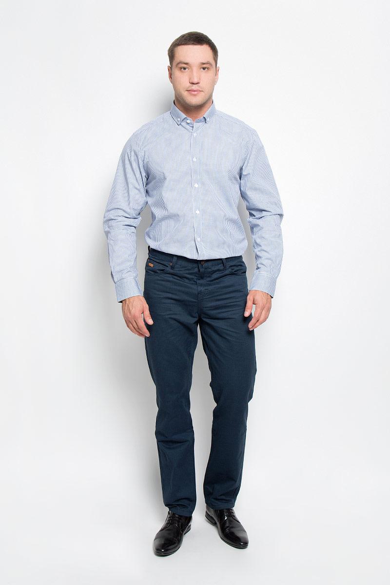 Рубашка мужская BTC, цвет: белый, синий. 12.014834. Размер 48-18212.014834Мужская рубашка BTC выполнена из натурального хлопка. Материал изделия мягкий, тактильно приятный, не стесняет движений и позволяет коже дышать. Рубашка с отложным воротником и длинными рукавами застегивается спереди на пуговицы. На манжетах также предусмотрены застежки-пуговицы. Оформлено изделие принтом в клетку.Эта рубашка идеально подойдет для повседневной носки, она подарит вам удобство и комфорт!