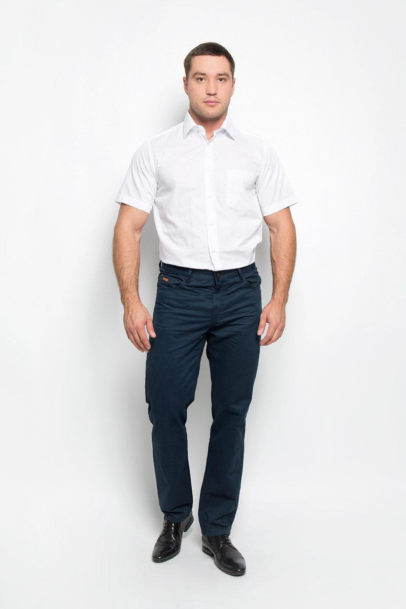 Рубашка мужская BTC, цвет: белый. 12.019394. Размер 42-17612.019394Мужская рубашка BTC, выполненная из высококачественного материала, станет замечательным дополнением к вашему гардеробу. Изделие тактильно приятное, не сковывает движений и хорошо пропускает воздух, обеспечивая комфорт при носке.Модель прямого кроя с отложным воротником и короткими рукавами застегивается спереди на пуговицы по всей длине. На груди расположен накладной карман. Такая рубашка подчеркнет ваш вкус и поможет создать стильный образ!