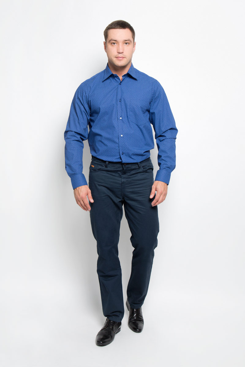 Рубашка мужская BTC, цвет: синий. 12.014857. Размер 48-17612.014857Мужская рубашка BTC, выполненная из высококачественного натурального хлопка, займет достойное место в вашем гардеробе. Изделие мягкое, тактильно приятное, не сковывает движений и хорошо пропускает воздух, обеспечивая комфорт при носке.Модель прямого кроя с отложным воротником и длинными рукавами застегивается спереди на пуговицы по всей длине. Манжеты дополнены застежками-пуговицами. На груди расположен накладной карман. Изделие оформлено принтом.Такая рубашка подчеркнет ваш вкус и поможет создать стильный образ!