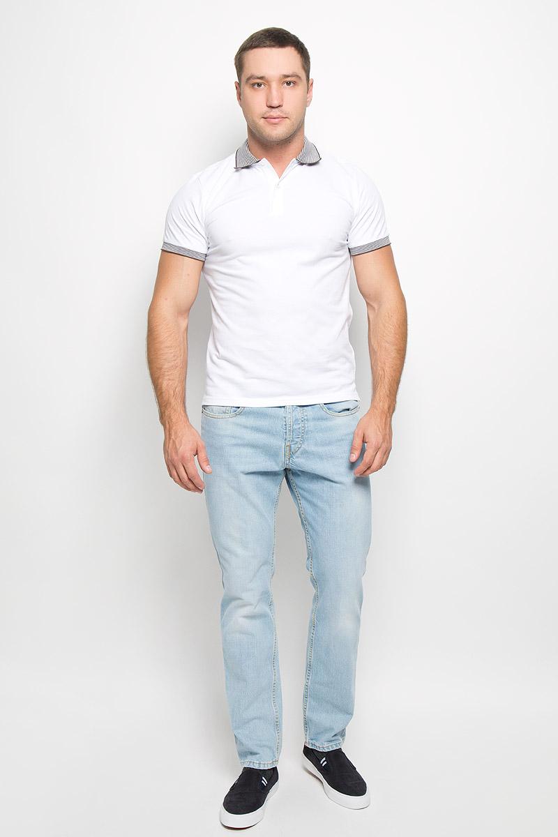 Поло мужское BTC, цвет: белый. 12.015333. Размер 4612.015333Мужская футболка-поло BTC изготовлена из натурального хлопка. Она мягкая и приятная на ощупь, не сковывает движения и позволяет коже дышать, обеспечивая комфорт при носке. Футболка-поло с отложным воротником и короткими рукавами застегивается сверху на две пуговицы. Воротник и края рукавов выполнены из трикотажной резинки с контрастными полосками. Спинка модели немного удлинена, по бокам предусмотрены разрезы.Современный дизайн и цветовая гамма делают эту футболку стильным предметом мужской одежды. Она поможет создать отличный современный образ!