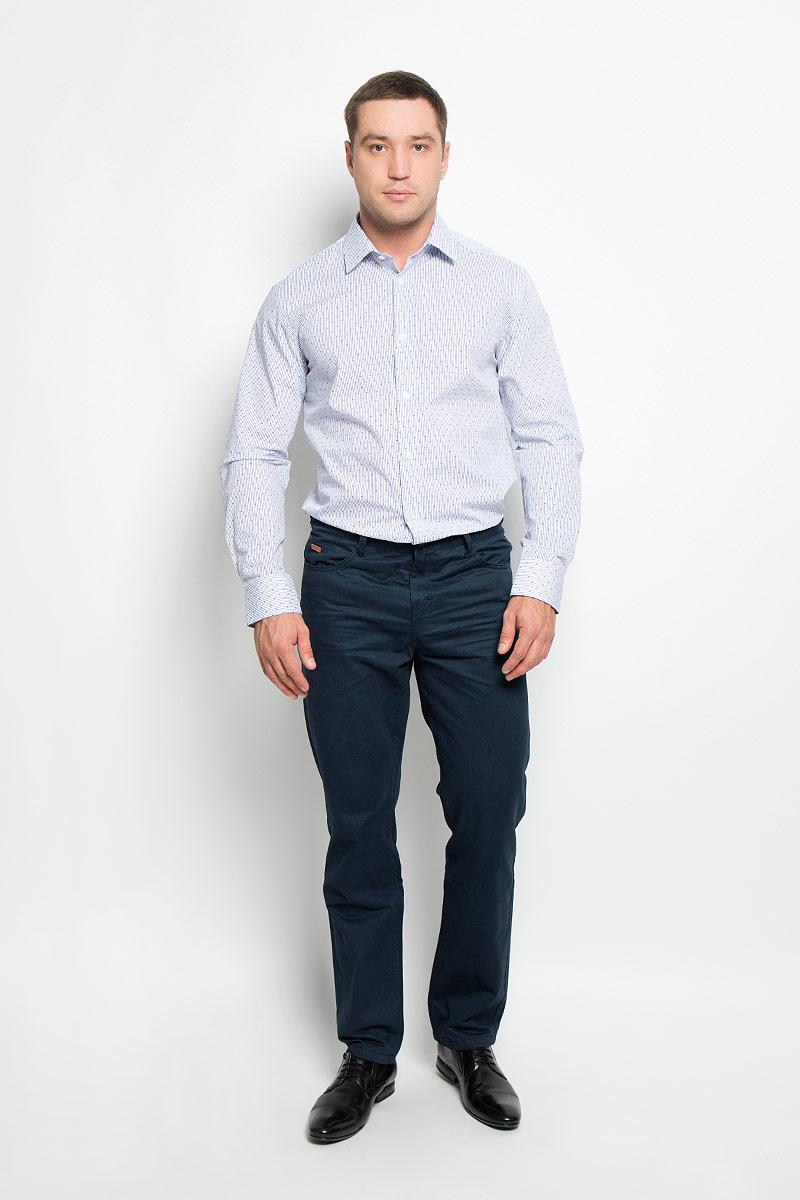 Рубашка мужская BTC, цвет: белый, темно-синий. 12.018589. Размер 48-17612.018589Мужская рубашка BTC, выполненная из высококачественного натурального хлопка, займет достойное место в вашем гардеробе. Изделие мягкое, тактильно приятное, не сковывает движений и хорошо пропускает воздух, обеспечивая комфорт при носке.Модель прямого кроя с отложным воротником и длинными рукавами застегивается спереди на пуговицы по всей длине. Манжеты дополнены застежками-пуговицами. Изделие оформлено принтом в узкую полоску.Такая рубашка подчеркнет ваш вкус и поможет создать стильный образ!