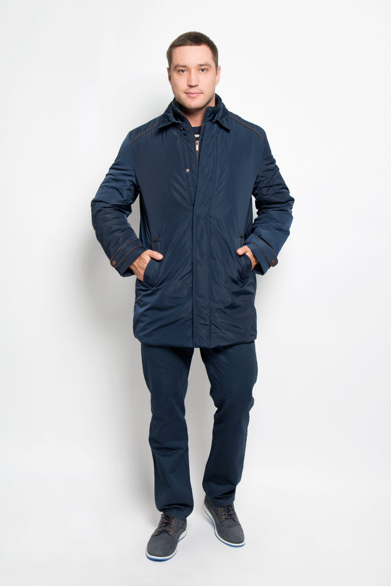 Куртка мужская Baon, цвет: темно-синий. B536526. Размер L (50)B536526_Deep NavyМужская куртка Baon придаст образу безупречный стиль. Изделие выполнено из полиэстера. В качестве утеплителя используется синтепон. Удлиненная куртка прямого кроя с отложным воротником застегивается на металлические кнопки и крючок. Спереди расположены два прорезных кармана с застежками-кнопками, внутри - потайной карман на молнии. Сзади на куртке предусмотрен разрез с застежкой-кнопкой. Рукава украшены декоративными хлястиками на кнопках, а также небольшой пластиной с название бренда. Куртка дополнена внутри съемным жилетом, выполненным из полиэстера с тонкой прослойкой синтепона (100% полиэстер). Жилет пристегивается к куртке с помощью текстильных хлястиков и застежек-кнопок. Модель с воротником-стойкой застегивается на пластиковую молнию. Спереди расположены два прорезных кармана на застежка-кнопках.Жилет предназначен для дополнительного тепла, а также его можно использовать как отдельный предмет одежды. Практичная и теплая куртка послужит отличным дополнением к вашему гардеробу!