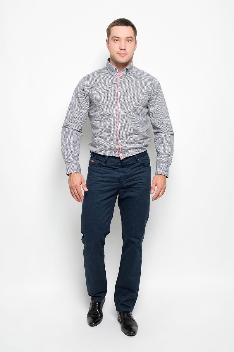 Рубашка мужская BTC, цвет: черный, белый, красный. 12.014839. Размер 44-17612.014839Мужская рубашка BTC, выполненная из высококачественного натурального хлопка, займет достойное место в вашем гардеробе. Изделие мягкое, тактильно приятное, не сковывает движений и хорошо пропускает воздух, обеспечивая комфорт при носке.Модель прямого кроя с отложным воротником и длинными рукавами застегивается спереди на пуговицы по всей длине. Манжеты дополнены застежками-пуговицами. Изделие оформлено контрастным принтом в мелкую клетку.Такая рубашка подчеркнет ваш вкус и поможет создать стильный образ!
