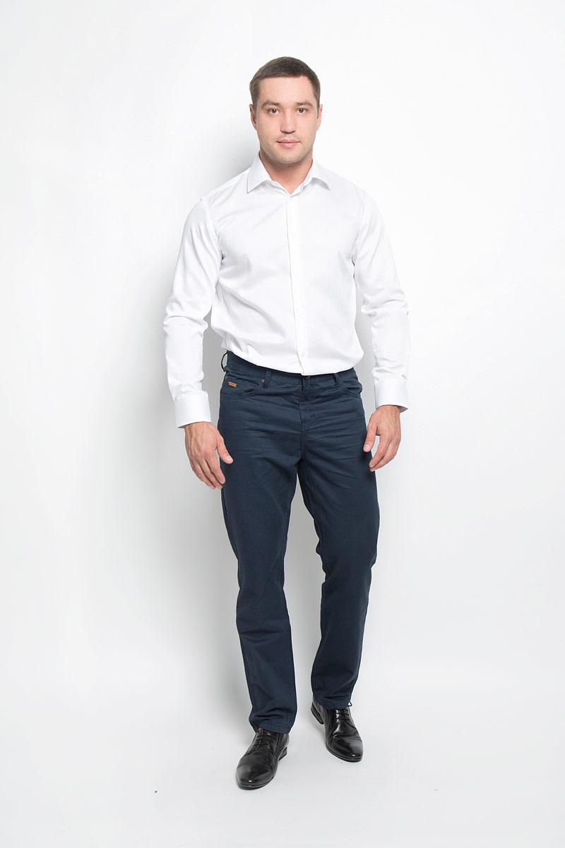 Рубашка мужская BTC, цвет: белый. 12.018580. Размер 54-17612.018580Классическая мужская рубашка BTC выполнена из натурального хлопка. Материал изделия тактильно приятный, не стесняет движений и позволяет коже дышать, обеспечивая комфорт при носке. Рубашка прямого кроя с отложным воротником и длинными рукавами застегивается спереди на пуговицы. На манжетах также имеются застежки-пуговицы. Классическая рубашка - превосходный вариант для базового мужского гардероба и отличное решение на каждый день.