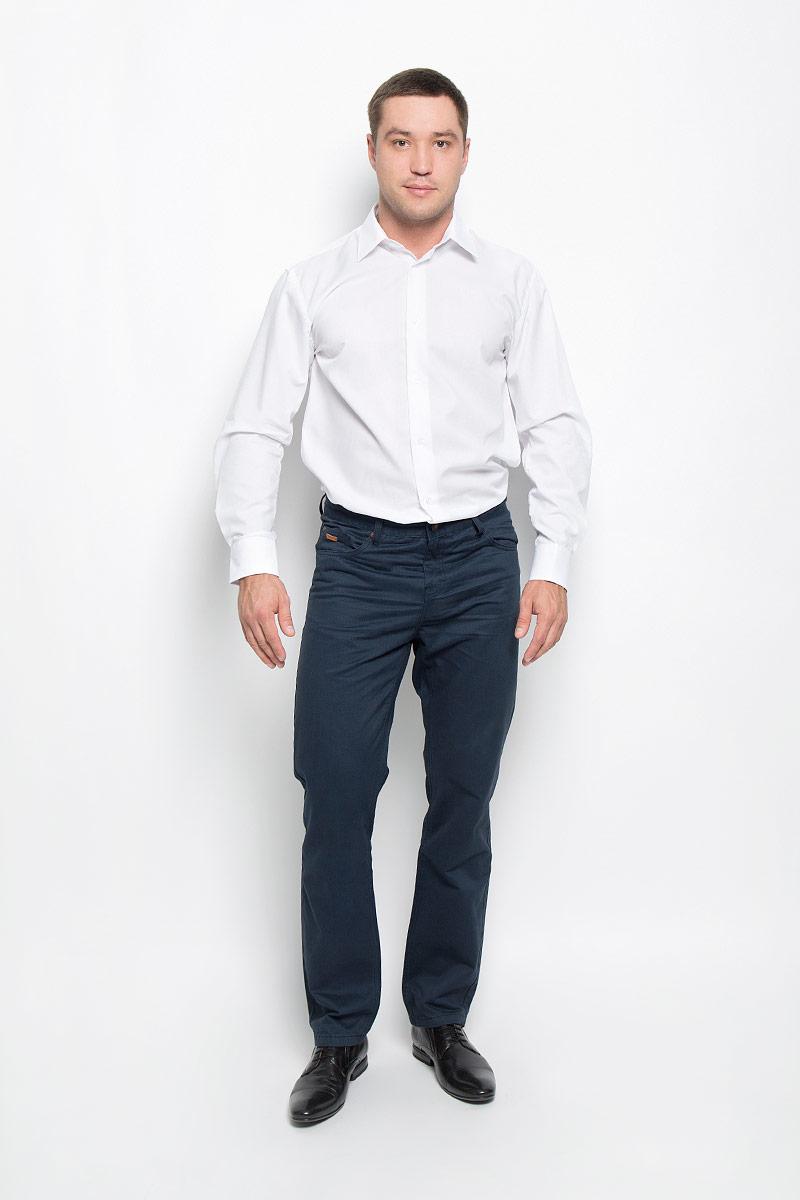 Рубашка мужская BTC, цвет: белый. 12.015107. Размер 50-17612.015107Классическая мужская рубашка BTC, выполненная из высококачественного натурального хлопка, займет достойное место в вашем гардеробе. Изделие мягкое, тактильно приятное, не сковывает движений и хорошо пропускает воздух.Модель прямого кроя с отложным воротником и длинными рукавами застегивается спереди на пуговицы по всей длине. Манжеты дополнены застежками-пуговицами. Такая рубашка подарит вам комфорт в течение всего дня!