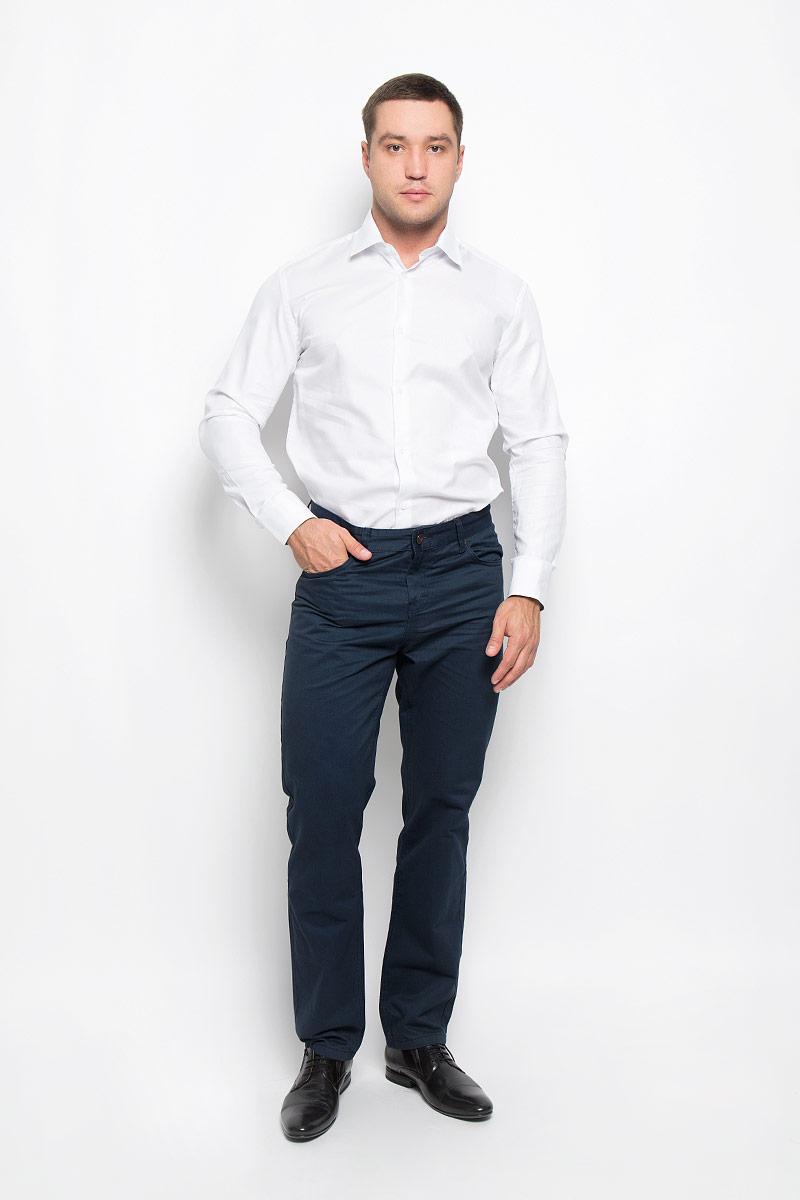Рубашка мужская BTC, цвет: белый. 12.015086. Размер 44-17612.015086Мужская рубашка BTC изготовлена из натурального хлопка. Изделие необычайно мягкое и приятное на ощупь, не сковывает движения и хорошо пропускает воздух. Рубашка с отложным воротником и длинными рукавами застегивается спереди на пуговицы по всей длине. Манжеты на рукавах также имеют застежки-пуговицы. На воротнике и манжетах предусмотрена принтованная подкладка.Такая модель будет дарить вам комфорт в течение всего дня и станет стильным дополнением к вашему гардеробу!
