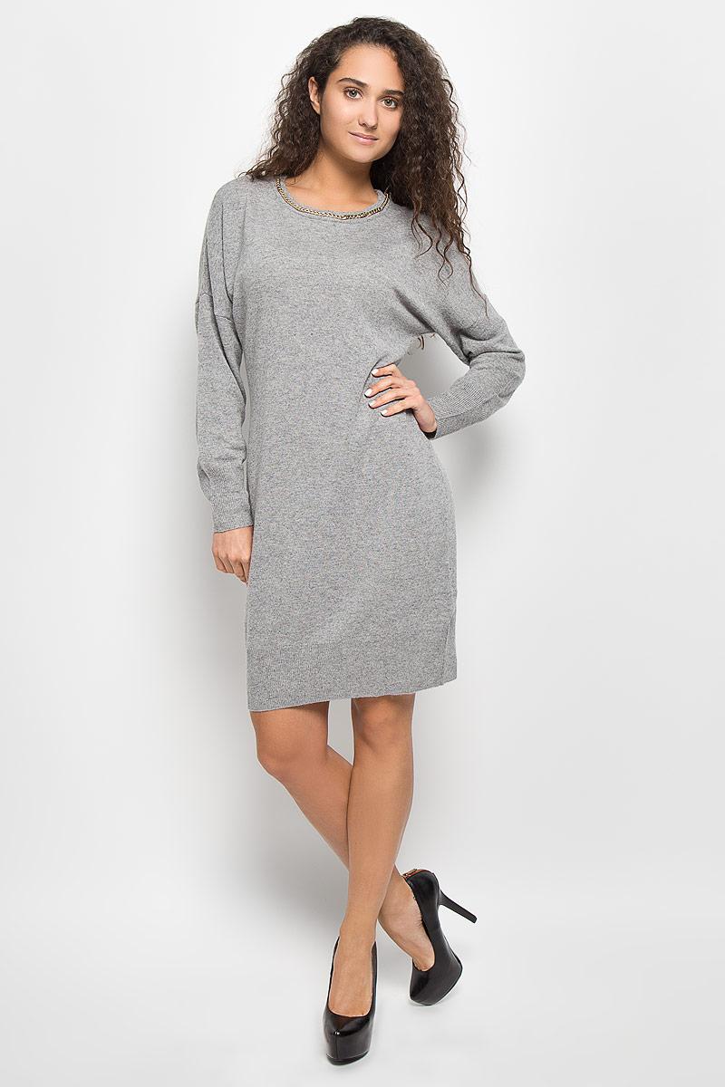 Платье Baon, цвет: серый меланж. B452. Размер S (44)B452_Zircon MelangeМодное платье Baon поможет создать отличный современный образ в стиле Casual. Модель, изготовленная из вискозы и полиэстера с добавлением полиамида и ангоры, очень мягкая и тактильно приятная, не сковывает движения. Платье-миди с круглым вырезом горловины и длинными рукавами-кимоно выполнено в лаконичном стиле. Горловина, манжеты рукавов и низ платья связаны резинкой. Вырез горловины оформлен металлической цепочкой.Такое платье станет стильным дополнением к вашему гардеробу, оно подарит вам комфорт в течение всего дня!