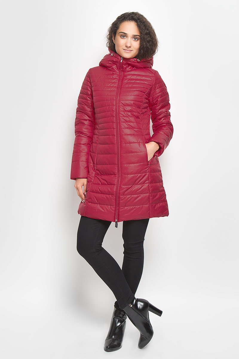 Куртка женская Baon, цвет: красный. B036510. Размер M (46)B036510_RubinСтильная утепленная женская куртка Baon согреет вас в прохладную погоду и позволит выделиться из толпы. Модель выполнена из 100% полиэстера с водоотталкивающей пропиткой и оформлена стежкой. Подкладка из полиэстера с утеплителем из высокотехнологичного синтепона Wellon защитит в любую непогоду от ветра и холода. Модель с длинными рукавами и воротником-капюшоном застегивается на застежку-молнию. Капюшон дополнен эластичным шнурком со стопперами. Спереди куртка дополнена двумя прорезными карманами с застежками-молниями. Эта модная куртка послужит отличным дополнением к вашему гардеробу.
