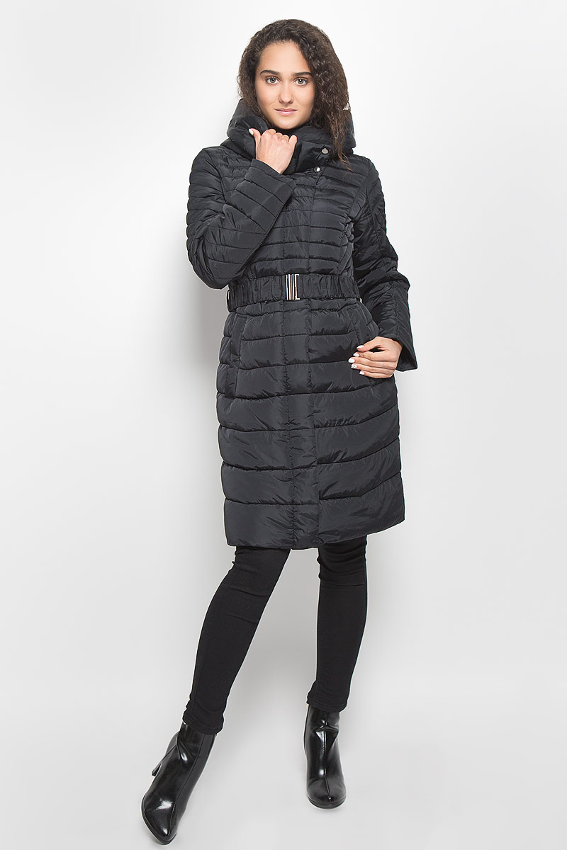 Куртка женская Baon, цвет: черный. B036557. Размер M (46)B036557_BlackСтильная утепленная женская куртка Baon согреет вас в прохладную погоду и позволит выделиться из толпы. Модель выполнена из 100% полиэстера с водоотталкивающей пропиткой и оформлена стежкой. Подкладка из полиэстера с утеплителем из высокотехнологичного синтепона Wellon защитит в любую непогоду от ветра и холода. Модель с длинными рукавами и воротником-капюшоном застегивается на застежку-молнию и дополнительно на застежки-кнопки. Капюшон дополнен декоративным отворотом. К модели прилагается эластичный пояс с металлической пряжкой. Спереди куртка дополнена двумя прорезными карманами с застежками-молниями. Эта модная куртка послужит отличным дополнением к вашему гардеробу.
