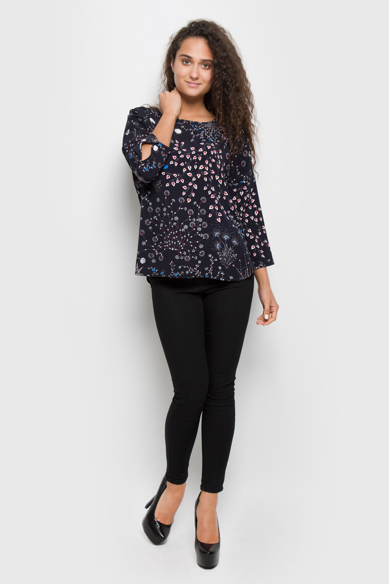 Блузка женская Baon, цвет: темно-синий. B176515. Размер XL (50)B176515_Dark Navy PrintedСтильная женская блуза Baon, выполненная из 100% вискозы, подчеркнет ваш уникальный стиль и поможет создать оригинальный женственный образ.Блузка с цельнокроеными рукавами 7/8 и круглым вырезом горловины оформлена изысканным цветочным узором. Модель застегивается на металлическую пуговицу на спинке, манжеты рукавов также застегиваются на пуговицы. Такая блузка идеально подойдет для жарких летних дней. Эта блузка будет дарить вам комфорт в течение всего дня и послужит замечательным дополнением к вашему гардеробу.