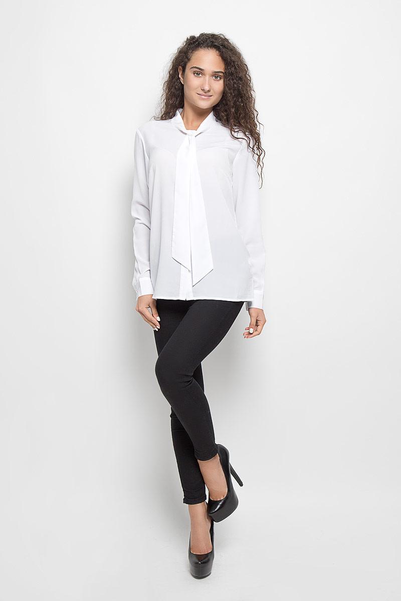 Блузка женская Baon, цвет: белый. B176510. Размер L (48)B176510_WhiteСтильная женская блуза Baon, выполненная из высококачественного струящегося материала, подчеркнет ваш уникальный стиль и поможет создать оригинальный женственный образ.Блузка классического кроя с длинными рукавами и воротником-аскот. Блузка застегивается на пуговицы, манжеты рукавов также дополнены пуговицами. Легкая блуза идеально подойдет для жарких летних дней. Такая блузка будет дарить вам комфорт в течение всего дня и послужит замечательным дополнением к вашему гардеробу.