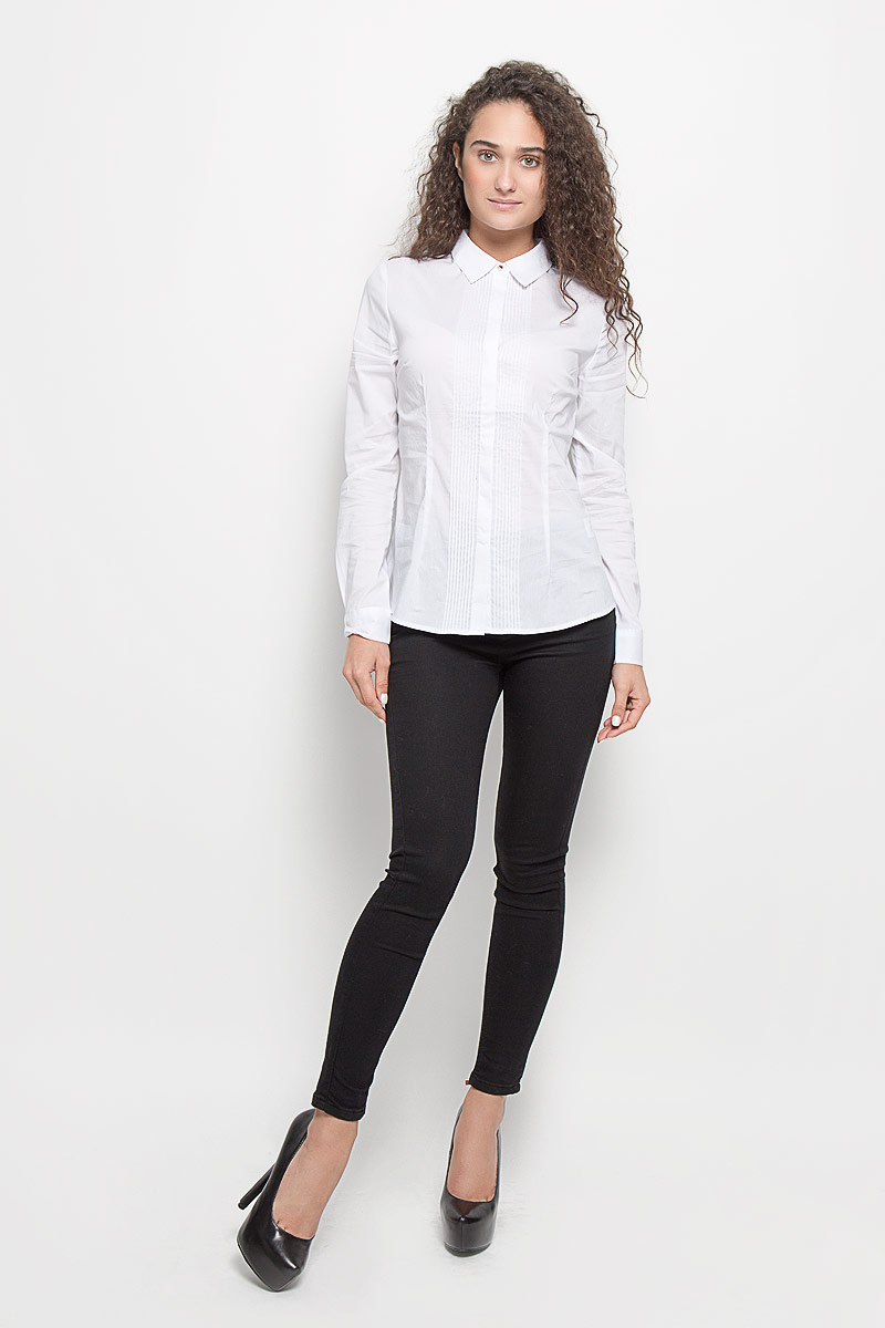 Блузка женская Sela, цвет: белый. B-112/1117-6351. Размер M (46)B-112/1117-6351Стильная женская блуза Sela, выполненная из эластичного хлопка с добавлением нейлона, подчеркнет ваш уникальный стиль и поможет создать оригинальный женственный образ.Блузка с длинными рукавами и отложным воротником оформлена перманентными складками спереди. Модель застегивается на пуговицы по всей длине спереди, манжеты рукавов также застегиваются на пуговицы. Такая блузка идеально подойдет как для повседневной носки, так и для официальных событий. Эта блузка будет дарить вам комфорт в течение всего дня и послужит замечательным дополнением к вашему гардеробу.
