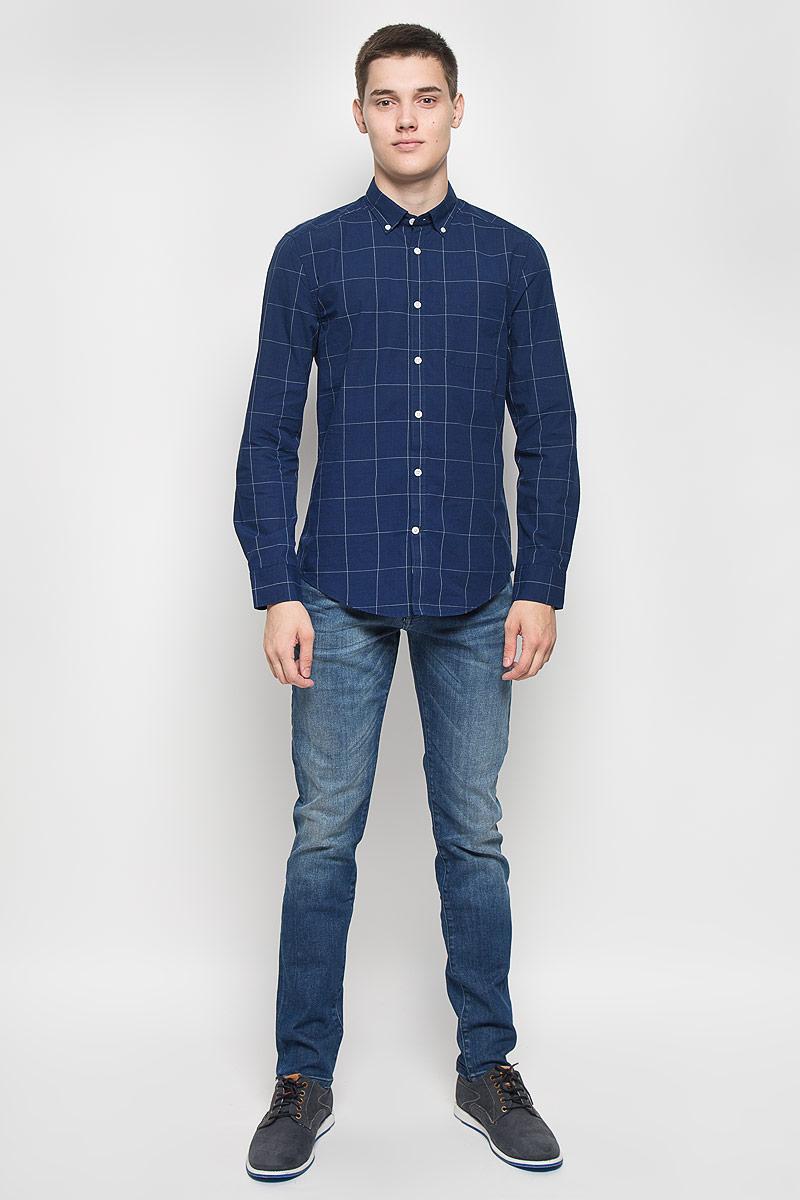 Рубашка мужская Mexx, цвет: темно-синий. MX3023487. Размер L (52)MX3023487Мужская рубашка Mexx, изготовленная из хлопка, станет стильным дополнением к вашему гардеробу. Материал изделия мягкий и приятный на ощупь, не сковывает движения и позволяет коже дышать. Приталенная модель с отложным воротником и длинными рукавами застегивается на пуговицы по всей длине. На манжетах и воротнике предусмотрены застежки-пуговицы. На груди расположен накладной карман. Оформлено изделие принтом в клетку.Эта рубашка идеальный вариант для повседневного гардероба. Такая модель порадует настоящих ценителей комфорта и практичности.