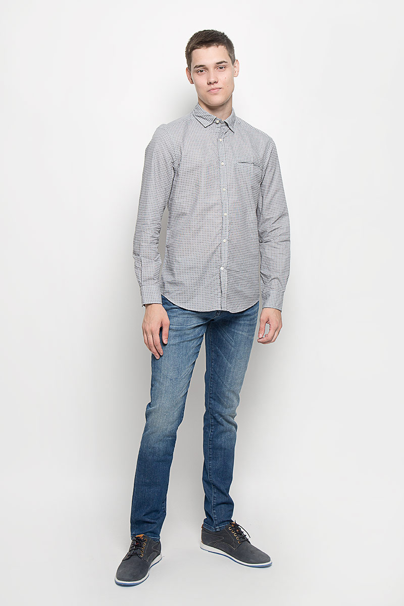 Рубашка мужская Mexx, цвет: серый. MX3020050. Размер M (50)MX3020050Стильная мужская рубашка Mexx изготовлена из натурального хлопка. Материал изделия мягкий и приятный на ощупь, не сковывает движения и позволяет коже дышать.Модель с отложным воротником и длинными рукавами застегивается на пуговицы по всей длине. На манжетах также предусмотрены застежки-пуговицы. На груди расположен прорезной карман. Изделие оформлено принтом в мелкую клетку. Эта рубашка идеальный вариант как для повседневного, так и для вечернего гардероба. Такая модель порадует настоящих ценителей комфорта и практичности.