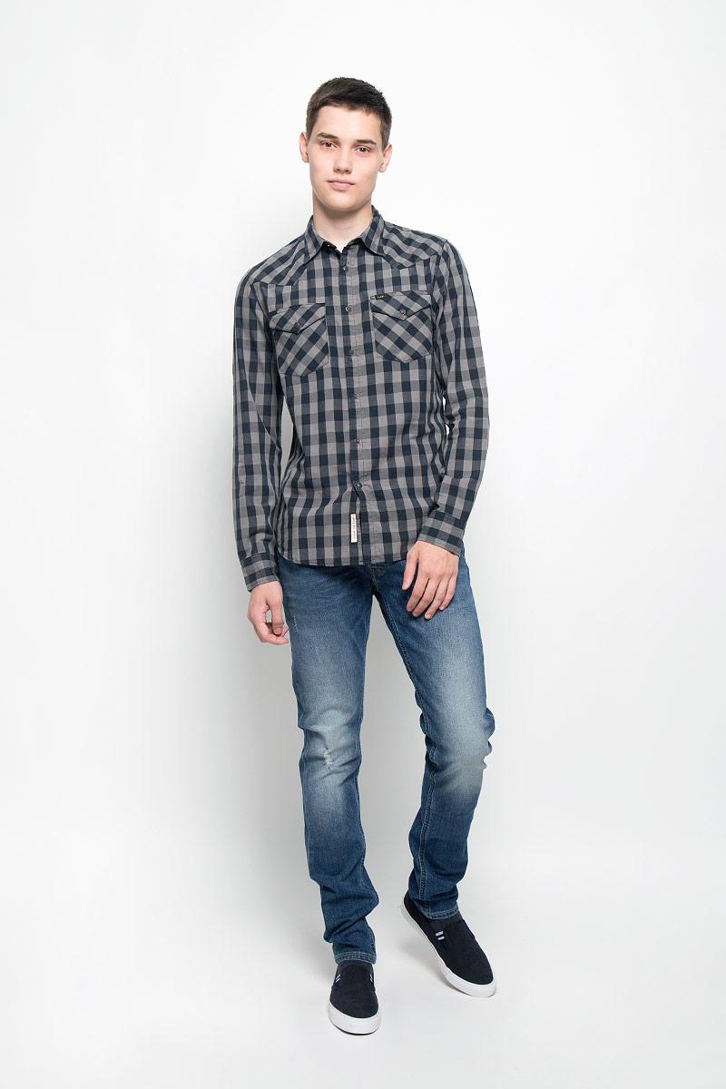 Джинсы мужские Lee Luke, цвет: синий. L719DXXQ. Размер 31-32 (46/48-32)L719DXXQСтильные мужские джинсы Lee Luke, выполненные из хлопка с добавлением эластана, отлично дополнят ваш образ. Ткань изделия плотная, тактильно приятная и позволяет коже дышать.Джинсы застегиваются на пуговицу и имеют ширинку на застежке-молнии. На поясе предусмотрены шлевки для ремня. Спереди модель дополнена двумя втачными карманами и маленьким накладным карманом, сзади - двумя накладными карманами. Модель оформлена перманентными складками, эффектом потертости и контрастной прострочкой.Эти модные и в тоже время комфортные джинсы послужат отличным дополнением к вашему гардеробу. В них вы всегда будете чувствовать себя уютно и комфортно.