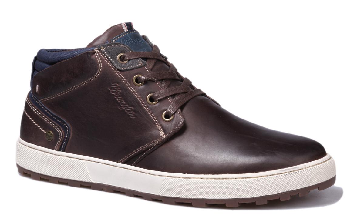 Ботинки мужские Wrangler Bruce Desert, цвет: темно-коричневый. WM162131-30. Размер 40WM162131-30Стильные мужские ботинки Bruce Desert от Wrangler выполнены из натуральной кожи. Подкладка и стелька из текстиля комфортны при движении. Шнуровка надежно зафиксирует модель на ноге. Подошва дополнена рифлением.