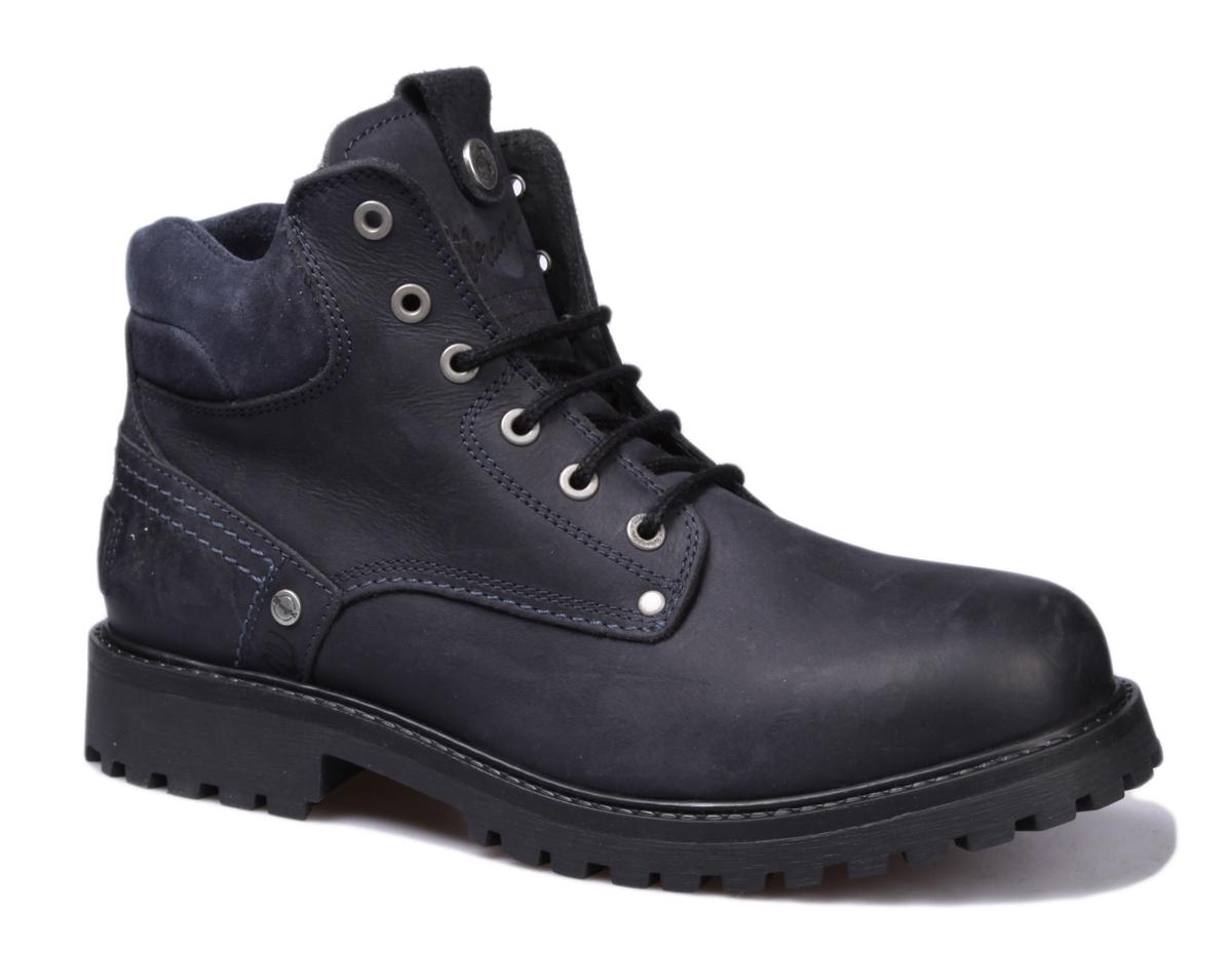 Ботинки мужские Wrangler Yuma Fur, цвет: темно-синий. WM162002/F-17. Размер 41WM162002/F-17Стильные мужские ботинки Yuma Fur от Wrangler выполнены из натуральной кожи. Подкладка и стелька из искусственного меха не дадут ногам замерзнуть. Шнуровка надежно зафиксирует модель на ноге. Подошва дополнена рифлением.