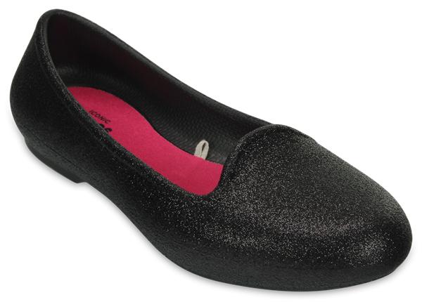Балетки для девочки Crocs Eve Sparkle Flat, цвет: черный. 203521-001. Размер J1 (31/32)203521-001Стильные балетки для девочки Eve Sparkle Flat от Crocs созданы специально для маленьких модниц. Изящная форма носка и линии верха будут отлично сочетаться с любым нарядом. Модель выполнена из полимера Croslite. Благодаря материалу Croslite обувь невероятно легкая, мягкая и удобная. Материал Croslite - бактериостатичен, препятствует появлению неприятных запахов и легок в уходе: быстро сохнет и не оставляет следов на любых поверхностях. Балетки оформлены блестками