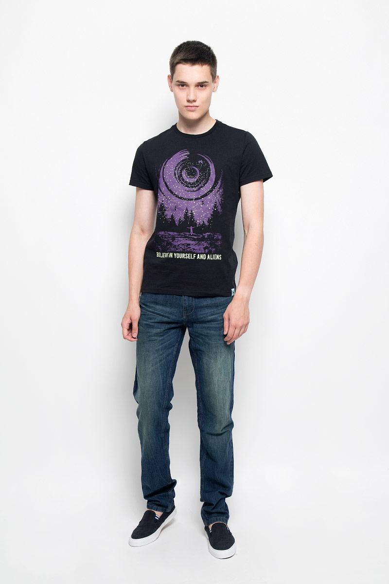 Джинсы мужские Sela, цвет: темно-синий джинс. PJ-235/1046-6362. Размер 32-34 (48-34)PJ-235/1046-6362Стильные мужские джинсы Sela, выполненные из натурального хлопка, отлично дополнят ваш образ. Ткань изделия плотная, тактильно приятная и позволяет коже дышать.Джинсы застегиваются на пуговицу и имеют ширинку на застежке-молнии. На поясе предусмотрены шлевки для ремня. Спереди модель дополнена двумя втачными карманами и маленьким накладным карманом, сзади - двумя накладными карманами, которые оформлены декоративной прострочкой. Модель оформлена перманентными складками и эффектом потертости.Эти модные и в тоже время комфортные джинсы послужат отличным дополнением к вашему гардеробу. В них вы всегда будете чувствовать себя уютно и комфортно.