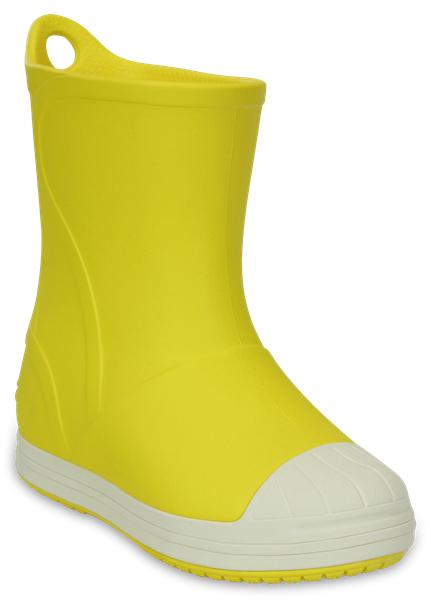 Сапоги резиновые детские Crocs Bump It Boot, цвет: желтый. 203515-73K. Размер J2 (33/34)203515-73KРезиновые сапоги Bump It Boot от Crocs сохранят ножки вашего ребенка теплыми и сухими. Модель выполнена из полимера Croslite. Благодаря материалу Croslite обувь невероятно легкая, мягкая и удобная. Материал Croslite - бактериостатичен, препятствует появлению неприятных запахов и легок в уходе: быстро сохнет и не оставляет следов на любых поверхностях. Рифленое основание подошвы гарантирует идеальное сцепление с любой поверхностью. Сапоги дополнены усиленным мыском и сзади на голенище - специальной петлей для удобства надевания. Теперь даже в самую ненастную погоду ваши дети могут продолжать радоваться играм на свежем воздухе.