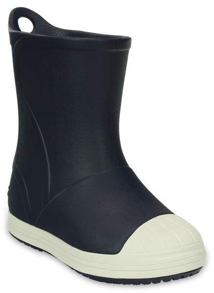 Сапоги резиновые детские Crocs Bump It Boot, цвет: темно-синий. 203515-43W. Размер C11 (28)203515-43WРезиновые сапоги Bump It Boot от Crocs сохранят ножки вашего ребенка теплыми и сухими. Модель выполнена из полимера Croslite. Благодаря материалу Croslite обувь невероятно легкая, мягкая и удобная. Материал Croslite - бактериостатичен, препятствует появлению неприятных запахов и легок в уходе: быстро сохнет и не оставляет следов на любых поверхностях. Рифленое основание подошвы гарантирует идеальное сцепление с любой поверхностью. Сапоги дополнены усиленным мыском и сзади на голенище - специальной петлей для удобства надевания. Теперь даже в самую ненастную погоду ваши дети могут продолжать радоваться играм на свежем воздухе.