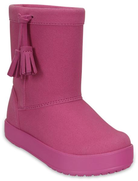 Сапоги для девочки Crocs LodgePoint Boot Casual, цвет: розовый. 203751-6U9. Размер 1 (31/32)203751-6U9Детские сапоги LodgePoint Boot Casual от Crocs сохранят тепло в холодную погоду. Сапоги выполнены из искусственной замши и по бокам декорированы очаровательными кисточками. Подкладка и стелька выполнены из мягкого текстиля, что обеспечит комфорт и уют ногам. Такая подкладка дышит, согревает и соответствует гигиеническим нормам. Подошва, выполненная из материала Croslite, защищает от снега и слякоти.