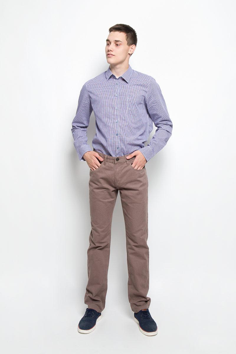 Рубашка мужская Sela, цвет: синий, фиолетовый, белый. H-212/698-6321. Размер 39 (44)H-212/698-6321Мужская рубашка Sela, выполненная из натурального хлопка, идеально дополнит ваш образ. Материал мягкий и приятный на ощупь, не сковывает движения и позволяет коже дышать.Рубашка классического кроя с длинными рукавами и отложным воротником застегивается на пуговицы по всей длине и оформлена принтом в клетку. На груди изделие дополнено накладным карманом. Манжеты рукавов застегиваются на пуговицы.Такая модель будет дарить вам комфорт в течение всего дня и станет стильным дополнением к вашему гардеробу.