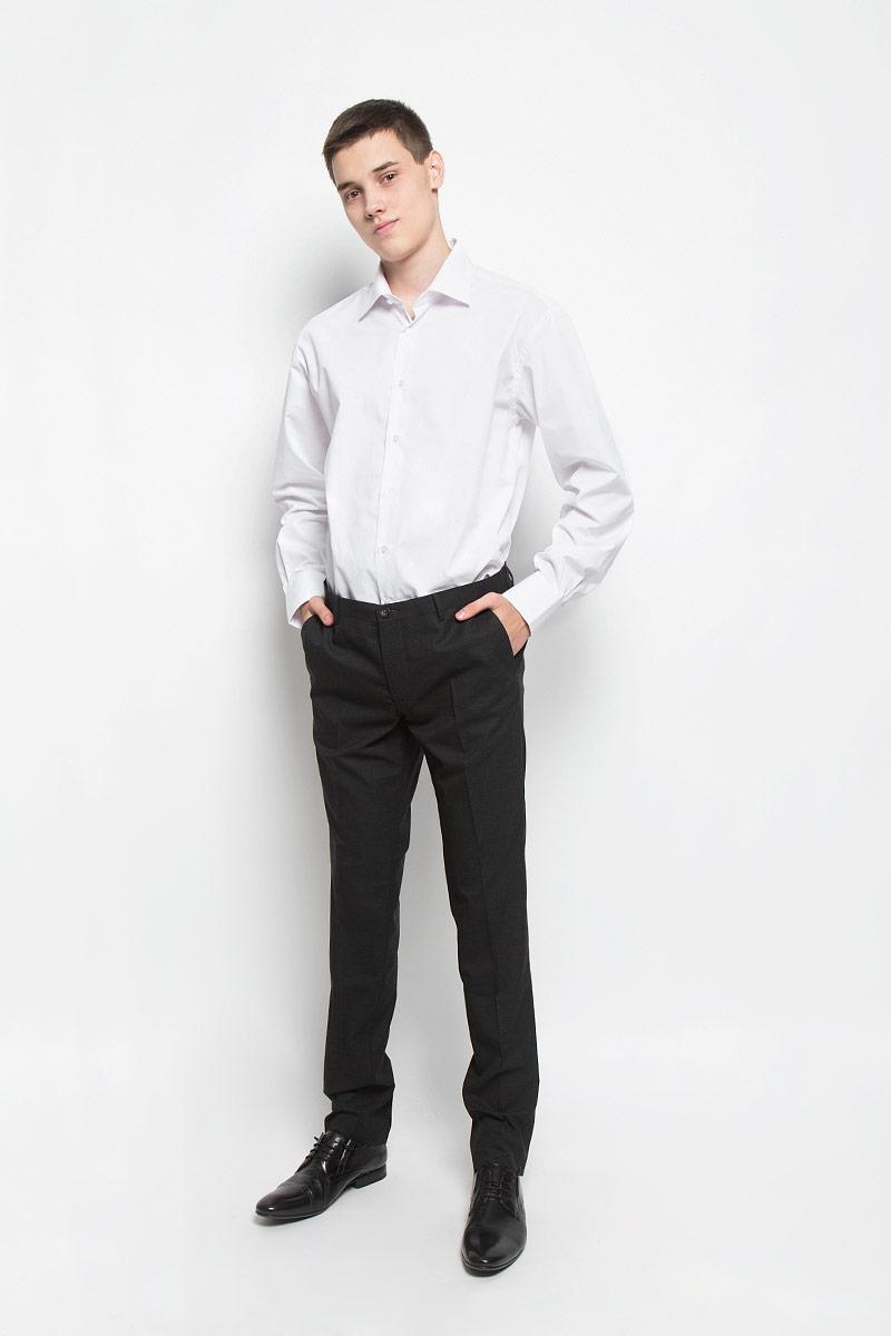 Рубашка мужская BTC, цвет: белый. 12.016367. Размер 54-17612.016367Классическая мужская рубашка BTC изготовлена из хлопка с добавлением полиэстера. Ткань изделия мягкая, тактильно приятная, не сковывает движения и хорошо пропускает воздух. Рубашка с отложным воротником и длинными рукавами застегивается спереди на пуговицы по всей длине. На манжетах предусмотрены застежки-пуговицы. Модель имеет слегка приталенный силуэт. Рубашка будет дарить вам комфорт в течение всего дня и станет отличным дополнением к вашему гардеробу!