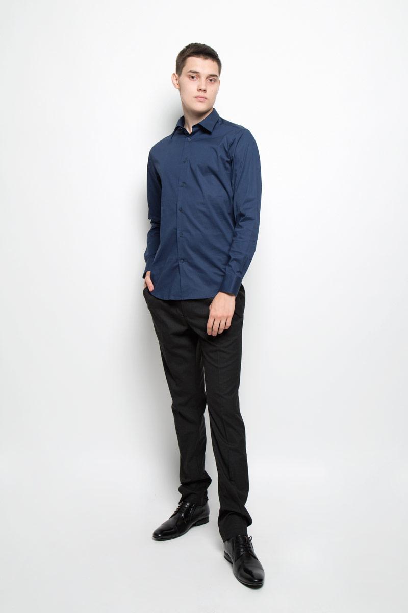 Рубашка мужская Mexx, цвет: темно-синий. MX3022436_MN_SHG_000. Размер S (48)MX3022436_MN_SHG_000Мужская рубашка Mexx, изготовленная из эластичного хлопка, прекрасно подойдет для повседневной носки. Изделие очень мягкое и приятное на ощупь, не сковывает движения и хорошо пропускает воздух, обеспечивая комфорт. Рубашка с отложным воротником и длинными рукавами имеет слегка приталенный силуэт. Она застегивается на пуговицы по всей длине. Манжеты на рукавах также имеют застежки-пуговицы.Такая модель займет достойное место в вашем гардеробе!