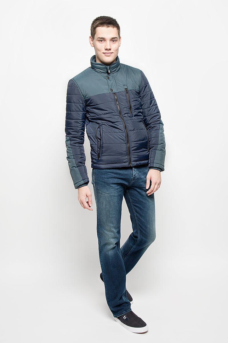 Куртка мужская Mexx, цвет: темно-синий. MX3000574. Размер L (52)MX3000574Стильная мужская куртка Mexx отлично подойдет для прохладной погоды.Модель прямого кроя с воротником-стойкой застегивается на застежку-молнию. Куртка оформлена стеганой отстрочкой и дополнена тремя карманами на молниях. Внутри - прорезной карман на кнопке. Куртка Mexx послужит отличным дополнением к вашему гардеробу.